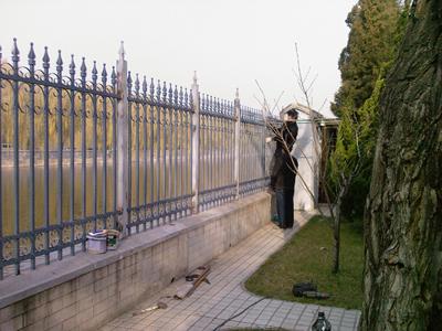 供应铁艺栏杆/院墙护栏围墙 阳台铁艺护栏_铁
